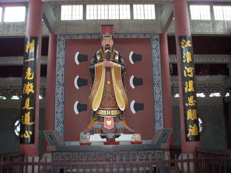 Statue of Emporer Yu
