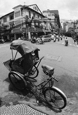 Vietnam2008 - HCMC - cyclo near market