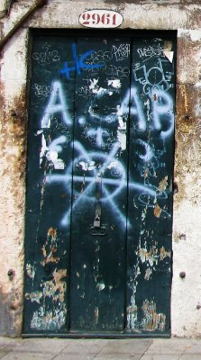 Grafitti - door in Venice