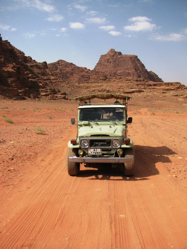 Wady Rum jeep