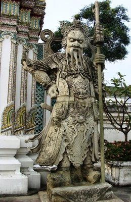cool statue at wat po