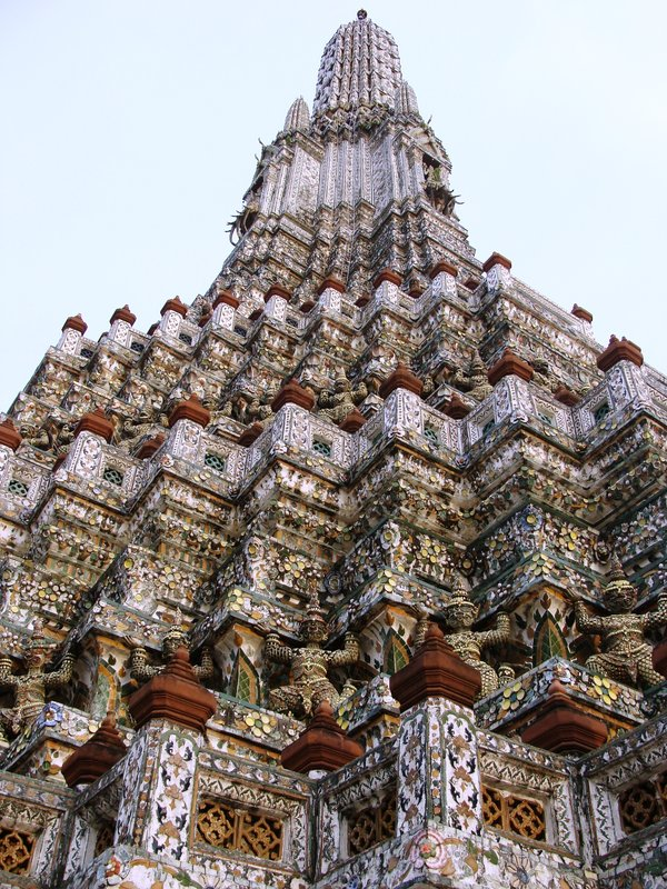 outside of wat arun