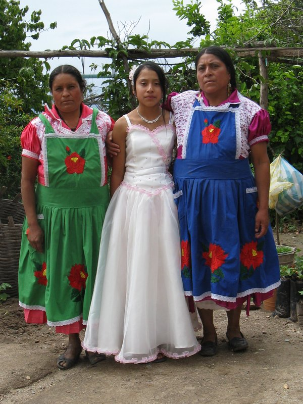 Gloria, Luci and María - Women potters of San Marcos Tlapazola, Oaxaca