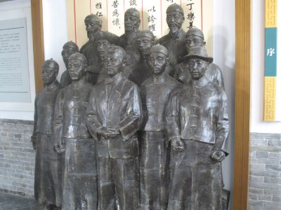 Sculpture of Lee Family