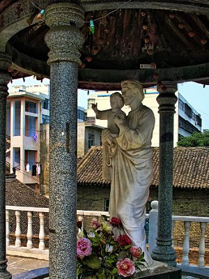Mary with Jesus in a Chinese gazebo