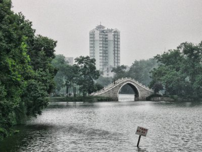 The serene Bao Zheng lake