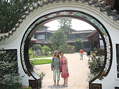 EM Round gate