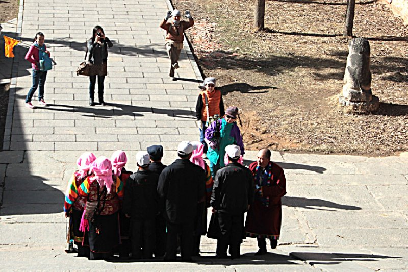 Tibetan tourists photo ops