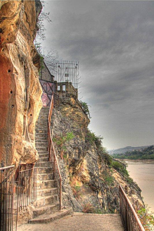 large_17gystairsup.jpg