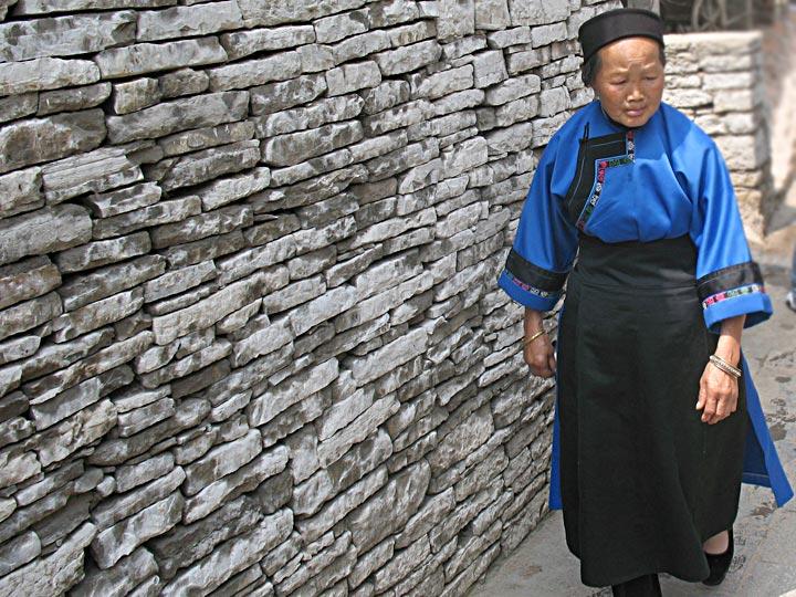 Tunpu lady on a stroll