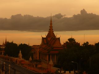 Vu sur le palais le soir (Phnom Penh)