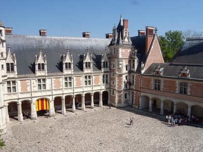 blois castle courtyard