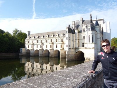 Me in front of the castle of chenonceau