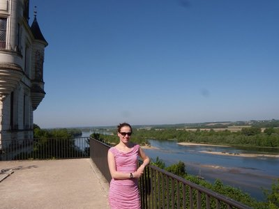 Marjolein on the balcony of chaumont-sur-loire castle