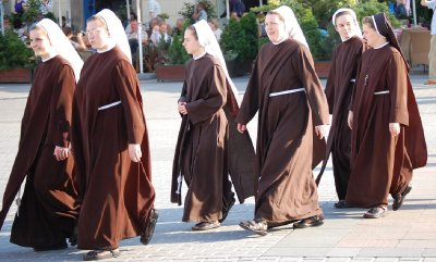 2009_481_Nuns_2_Small.jpg
