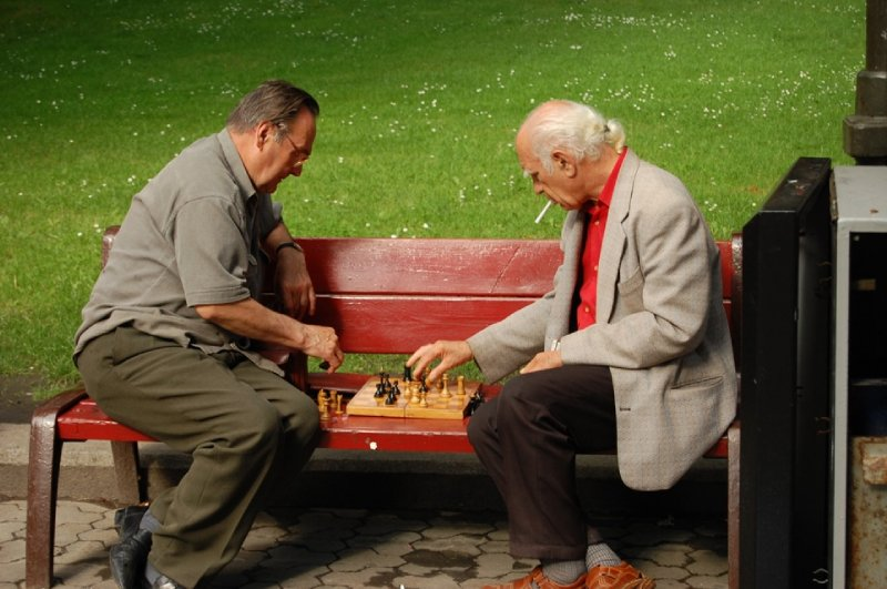 2009 532 Chess Men Small