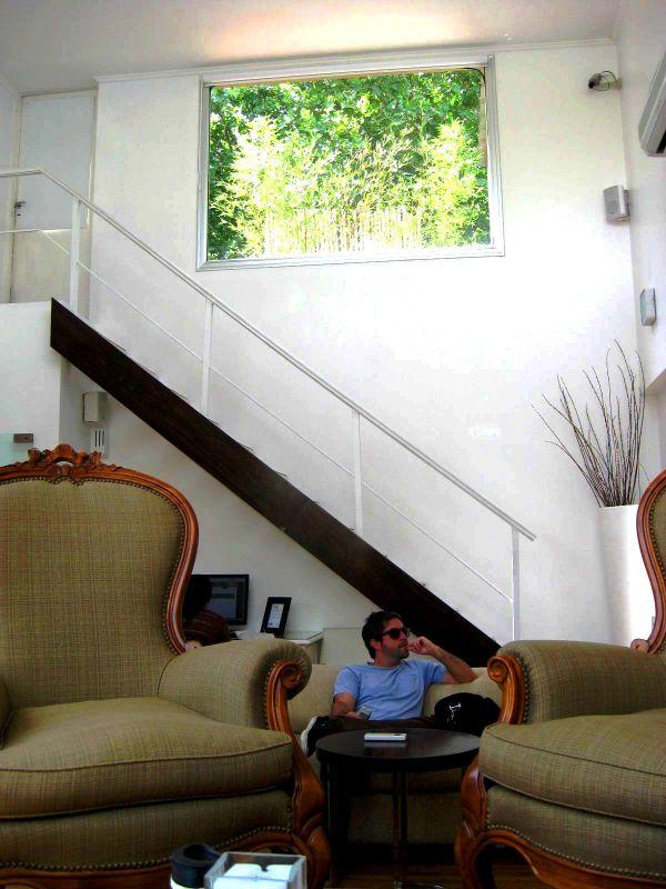 BA-Gur hotel sitting