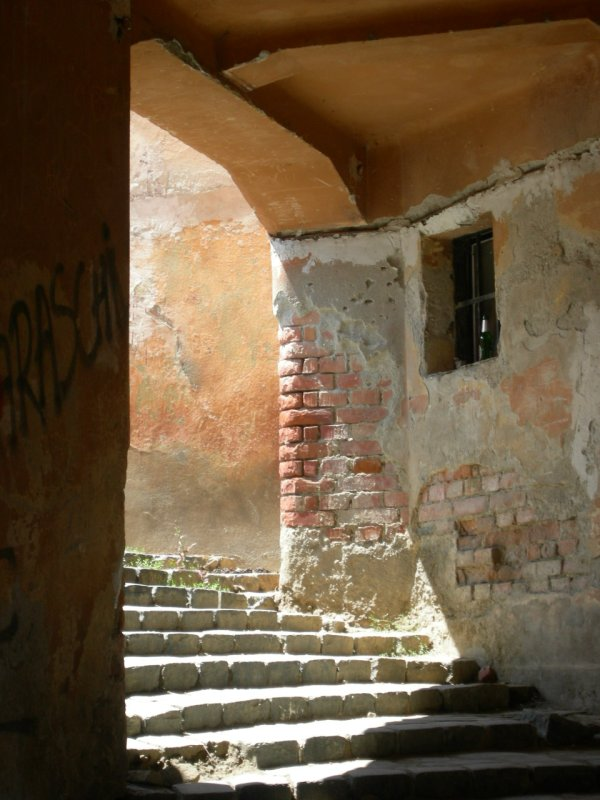 Sighi: walkway-archway