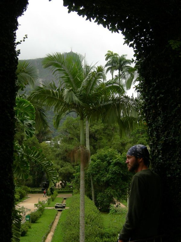 Rio De Janeiro: Izzy in the park