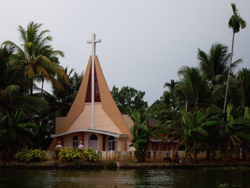 Riverside Religion in Alleppey