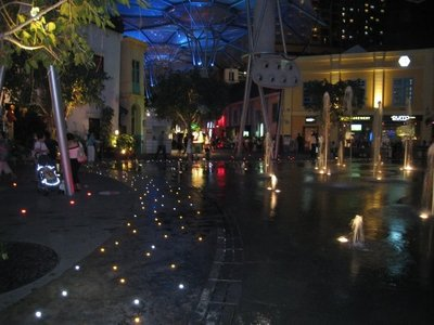 Shopping_mall.jpg