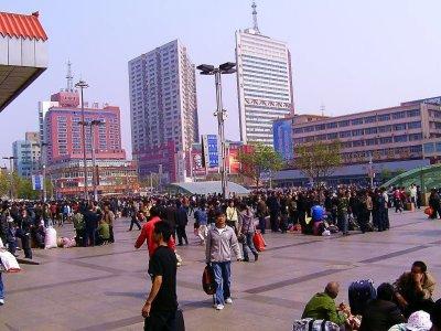 07b_Zhengzhou_crowd.jpg