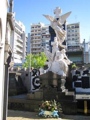 Recoleta_Cemetery_6.jpg