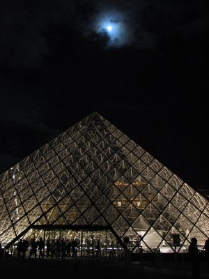 Night_at_Louvre.jpg