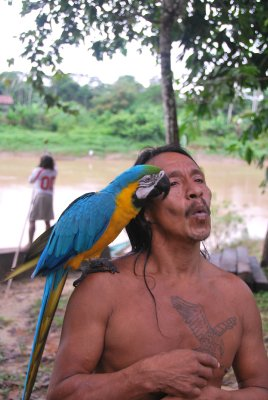 Guinto_and_Macaw.jpg
