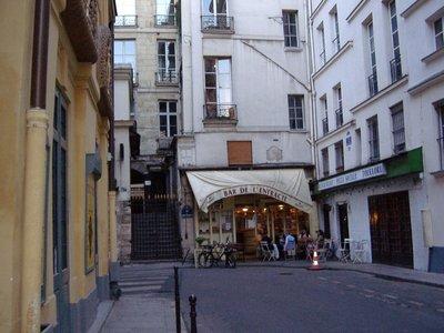 Paris Street sceen