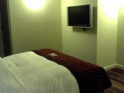 Bedroom_with_TV.jpg