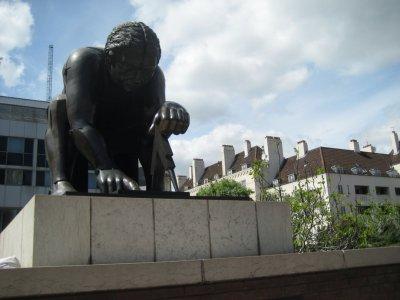 British Library Isaac Newton Statue