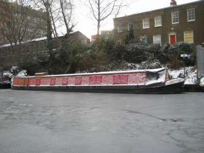Canal_Boat_iced_in.jpg