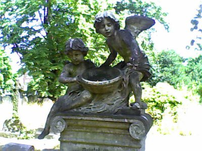 Cherubs Brompton Cemetery