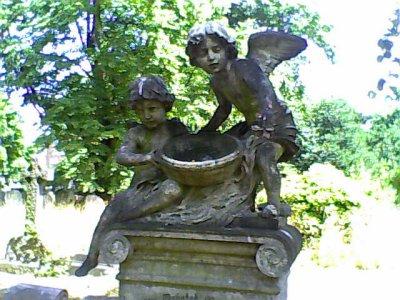 Cherubs Brompton Cemetery