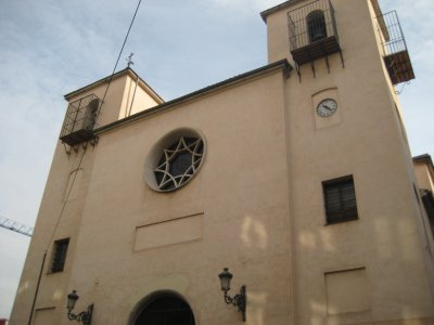 Church near Tribunal station