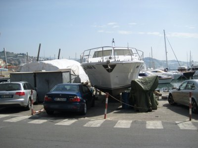 H060_BMW_and_Yacht.jpg