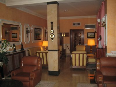 Lobby_of_Hotel_Ingles.jpg