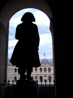 Napolean looks over the courtyard at Les Invalides