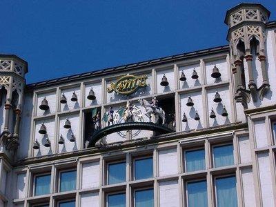 Glockenspiel at Glockengasse No. 4711