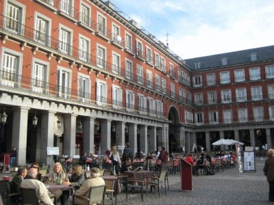 Plaza_Mayor_Madrid_1.jpg