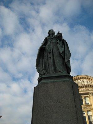 Queen_Victoria_Statue.jpg
