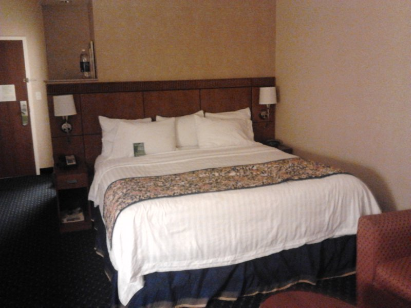 Bed in King Room at Courtyard Hamilton, Courtyard Marriott