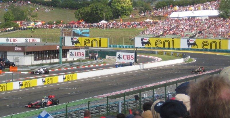 Hamilton chased by Kimi