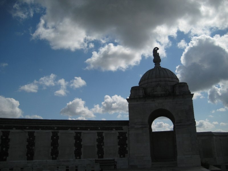Tyne Cot Cemetery, Angel Atop Alcove