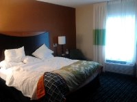 Fairfield Inn & Suites Toronto Mississauga Room