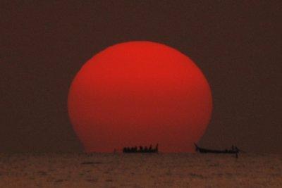 Sun and boat lanta