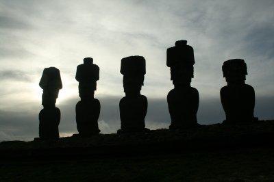 7 moai