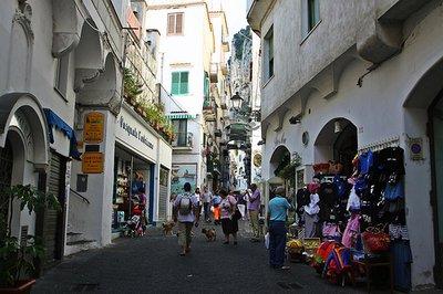 Amalfi_shops.jpg