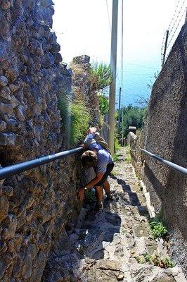Steps_up_to_Ravello.jpg